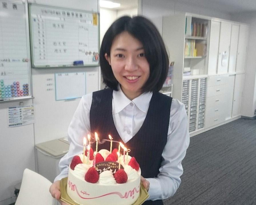 東京オフィス津田さん誕生日写真2